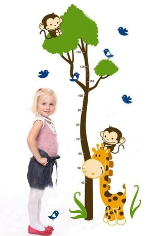Väggdekor -Mätsticka med motiv av bl.a. Träd , Apor och Giraff, 163 cm hög